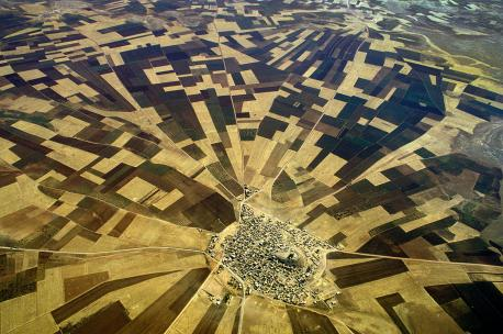 An aerial view of farmlands near the Ataturk Dam, Turkey, 1992. Source: Ed Kashi/VII.