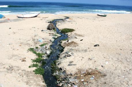 Raw sewage flowing to the sea at Deir al Belah, 2009. Source: Olly Lambert.