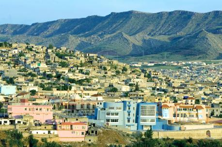 The city of Dahuk with the Zagros Mountains in the background, Turkey, 2005. Source: Ed Kashi/VII.